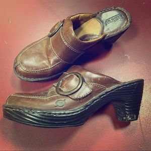 Born brown leather clogs with heel. In good shape